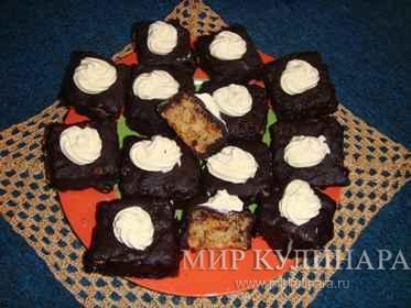 Лёгкий пирог в шоколадной глазури...